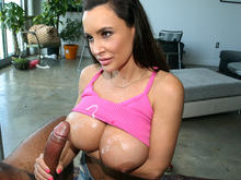 Handjob from MILF Lisa Ann